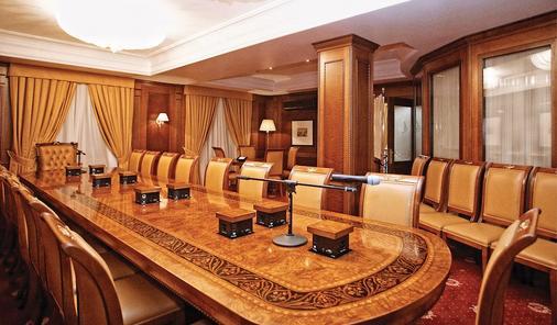 诺比尔豪华精品酒店 - 基希訥烏 - 会议室