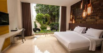 FM7度假酒店 - 雅加达机场 - 当格浪