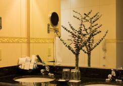 巴塞罗马拿瓜酒店 - 馬拿瓜 - 浴室
