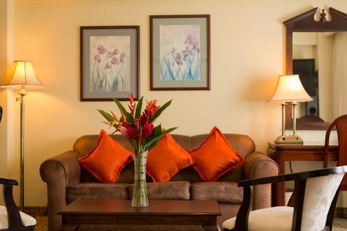 巴塞罗马拿瓜酒店 - 馬拿瓜 - 客厅