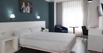 阁兰丽晶特酒店 - 奥维多 - 睡房