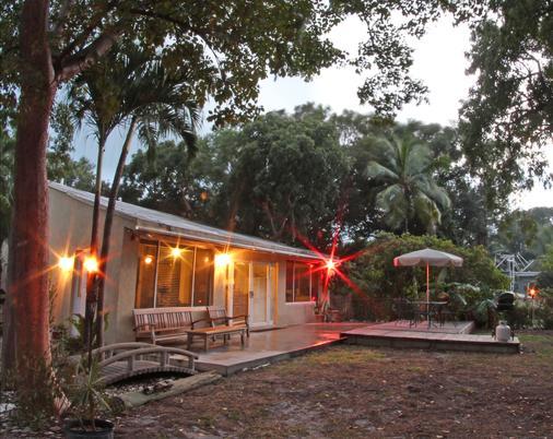 湖岛小屋酒店 - 基拉戈 - 建筑