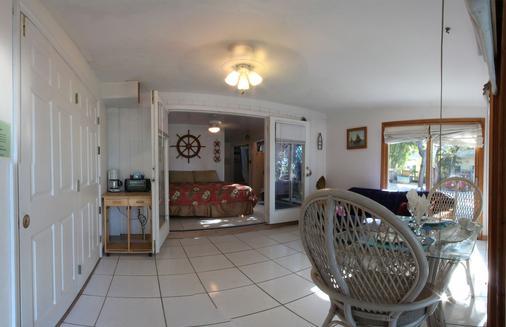 湖岛小屋酒店 - 基拉戈 - 睡房