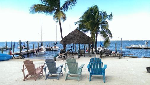 湖岛小屋酒店 - 基拉戈 - 海滩