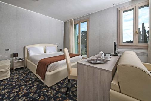 阿特里尔酒店 - 加尔多内-里维耶拉 - 睡房