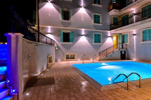 阿特里尔酒店 - 加尔多内-里维耶拉 - 游泳池