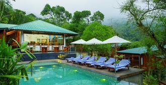 尼拉马亚豆蔻俱乐部度假酒店 - 帖卡迪 - 游泳池