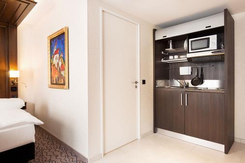 国王都市酒店 - 慕尼黑 - 厨房