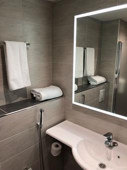 伯纳斯机场酒店 - 万塔 - 浴室