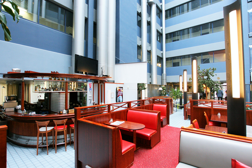 伯纳斯机场酒店 - 万塔 - 酒吧