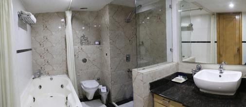 迪伊商标酒店度假村 - 新德里 - 浴室