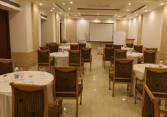 迪伊商标酒店度假村 - 新德里 - 餐馆
