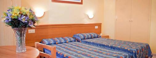 普莱雅中心酒店 - 伊维萨镇 - 睡房