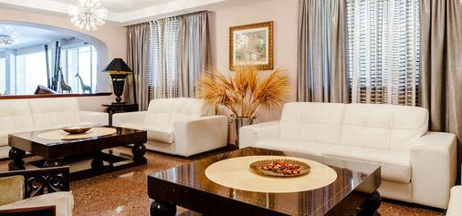托雷阿祖Spa酒店 - 仅限成年人 - 埃尔阿雷纳尔 - 客厅