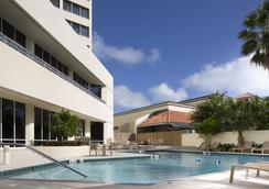 棕榈滩机场会议中心假日酒店 - 西棕榈滩 - 游泳池