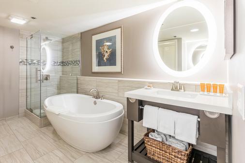 雅诗顿威基基海滩大厦全套房式度假村 - 檀香山 - 浴室