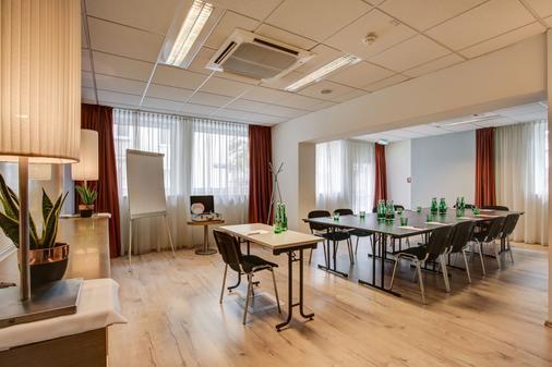 维也纳弗赛德套房酒店 - 维也纳 - 会议室
