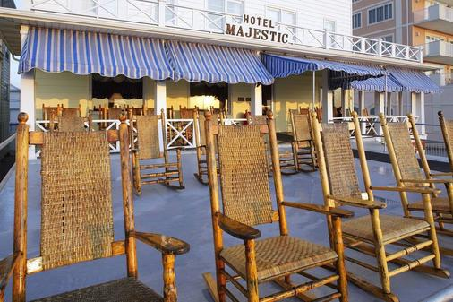 雄伟酒店和公寓 - 大洋城 - 露台