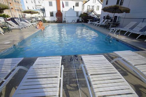 雄伟酒店和公寓 - 大洋城 - 游泳池