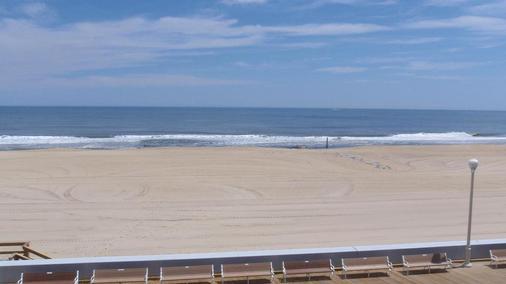雄伟酒店和公寓 - 大洋城 - 海滩