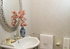 宫贝尔纳迪尼酒店 - 莱切 - 浴室