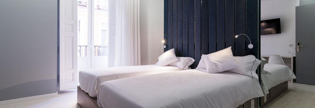 富恩卡拉尔52号B&B酒店 - 马德里 - 睡房