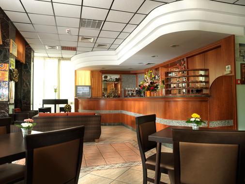 阿鲁迪亚酒店 - 里米尼 - 大厅