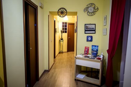 4 号斯塔吉奥尼但丁民宿套房酒店 - 那不勒斯 - 柜台