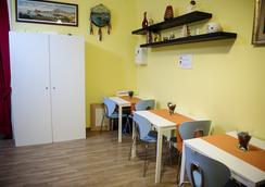 4 号斯塔吉奥尼但丁民宿套房酒店 - 那不勒斯 - 餐馆