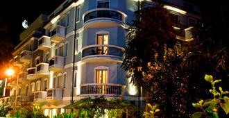 索沃拉纳雷艾克瓦 SPA 酒店 - 里米尼 - 建筑