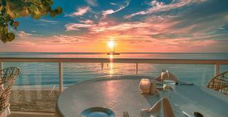 旅客海滩度假酒店 - 尼格瑞尔 - 餐馆
