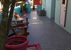 马林海滨酒店 - 好莱坞 - 露台