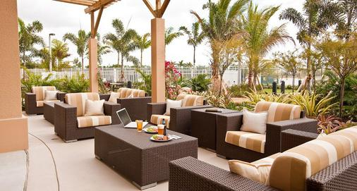 迈阿密西/佛罗里达州收费公路万怡酒店 - 多拉 - 露台