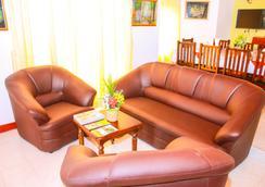 Samtop Hotel Nuwara Eliya - 努沃勒埃利耶 - 大厅