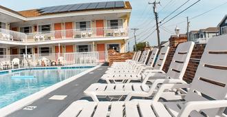 蓝水汽车旅馆 - 威尔伍德克拉斯特 - 游泳池