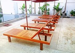 绿叶精品酒店 - 暹粒 - 游泳池
