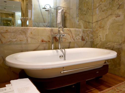 米拉多达特酒店 - 伊维萨镇 - 浴室