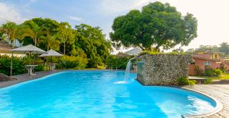 布洛梅里亚斯维林卡拉维拉国营旅馆 - 伊利亚贝拉 - 游泳池