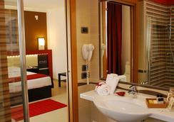 凯若斯加尔达酒店 - Castelnuovo del Garda - 浴室