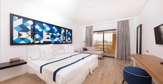 活力体验拉尼娜酒店 - 阿德耶 - 睡房