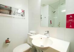马尼拉马卡蒂阿莫索罗红色星球酒店 - 马尼拉 - 浴室