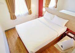 马尼拉马卡蒂阿莫索罗红色星球酒店 - 马尼拉 - 睡房