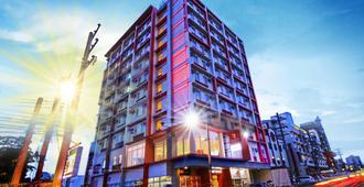 安赫勒斯市红色星球酒店 - 安吉利斯 - 建筑