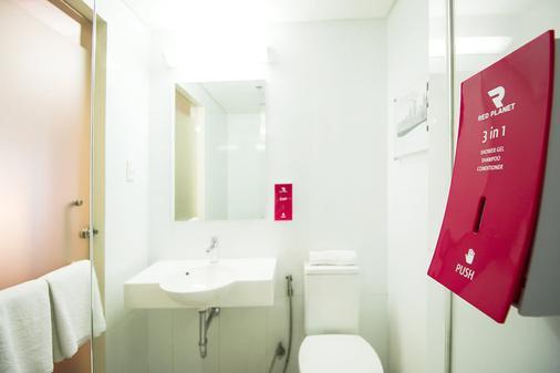 雅加达帕萨巴鲁红色星球酒店 - 雅加达 - 浴室