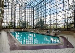 费城机场万丽酒店 - 费城 - 游泳池