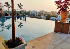 那格浦尔阿肖克酒店 - 那格浦尔 - 游泳池