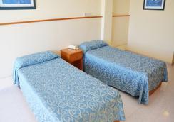 热带花园公寓酒店 - 伊维萨镇 - 睡房