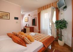 托里吉尔酒店 - 特罗吉尔 - 睡房