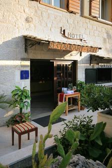 托里吉尔酒店 - 特罗吉尔 - 露台