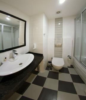阿拉贝拉世界酒店 - 阿拉尼亚 - 浴室